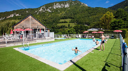 camping avec piscine à beaudean